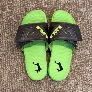 Men's size 10 Nike Air LeBron 3 Elite Slide Sandal